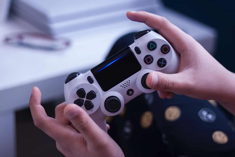 Due giochi PS4 gratis da Sony: è l'iniziativa di Play At Home