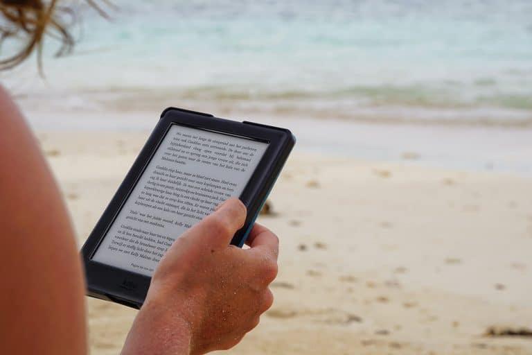 Come scegliere il miglior lettore ebook per le vacanze