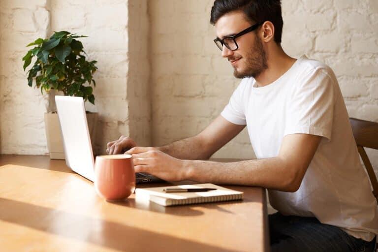 Lavorare in smart working: al vaglio un Bonus per bollette e buoni pasto